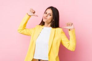 Selbstbewusste Businessfrau - DYNAMISCH FÜHREN